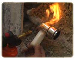Come saldare i tubi di scarico in piombo del bagno o cucina - Pulire tubi lavandino cucina ...