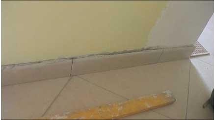 Come posare le piastrelle di un pavimento in diagonale con fuga da
