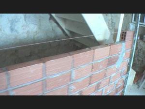 Come costruire un muri di mattoni - Come fare per andare in bagno ...
