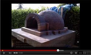 Video come costruire un forno a legna per la pizza in for Forno a legna per pizza fai da te